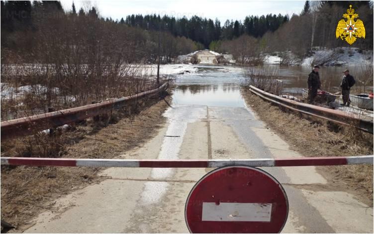 Подтопление  низководного железобетонного моста в д. Дятлово  Солигаличского муниципального района